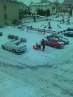 Starosta uklízí snovou sněhovou frézou